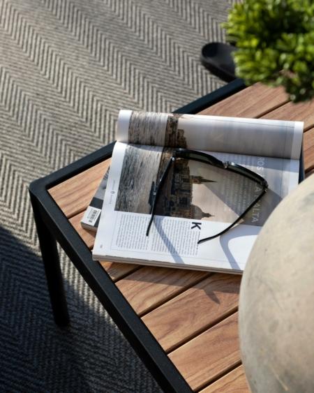 Pallar sidobord och piedestaler utomhus